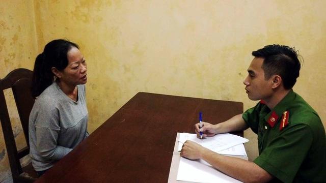 Cảnh sát lấy lời khai của Vũ Thị Ngần.
