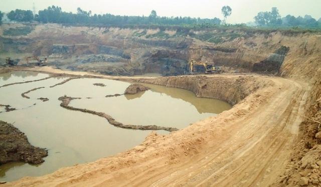 Khai thác trái phép hàng triệu mét khối đất sát sân bay Nội Bài - 1