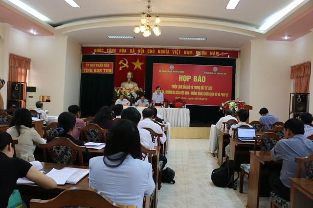 Đại diện Bộ TT&TT phối hợp với tỉnh Kon Tum tổ chức họp báo về buổi triển lãm