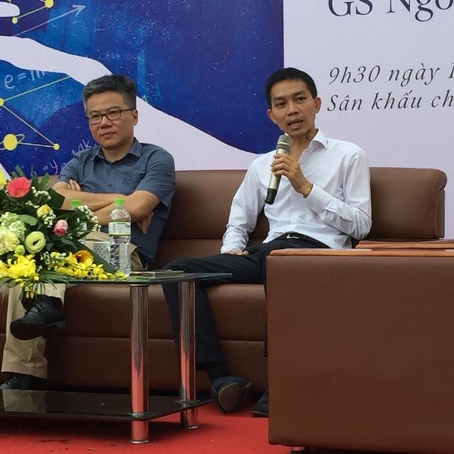 GS Ngô Bảo Châu và TS Nguyễn Đức Thành tại buổi nói chuyện (ảnh: Mỹ Hà)