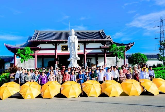 Sài Gòn Thiên Phúc thường xuyên tổ chức các buổi tham quan miễn phí tại công viên cho người cao tuổi.