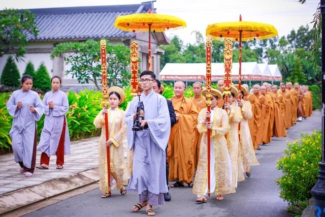 Được tổ chức vào tháng 7 âm lịch hằng năm, Vu Lan báo hiếu là lễ hội văn hóa tâm linh đã có từ lâu đời trong truyền thống Phật giáo và trở thành một đạo nghĩa của dân tộc, là dịp để mỗi người con tỏ lòng thành kính tổ tiên và biết ơn với đấng sinh thành.