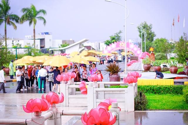 Đại lễ Vu Lan báo hiếu tại Công viên nghĩa trang Sài Gòn Thiên Phúc vào ngày 26.08 được tổ chức rất quy mô và trang trọng. Đây là năm thứ 2 liên tiếp Sài Gòn Thiên Phúc tổ chức chương trình ý nghĩa này.