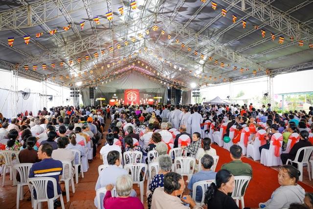 Buổi lễ còn thu hút hơn 1.000 Phật tử và thân nhân của người quá cố tham dự.