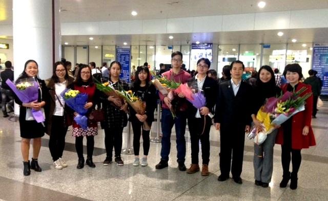 Đội tuyển Việt Nam trở về tại sân bay