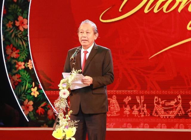 Phó Thủ tướng Trương Hòa Bình: Đối với việc phát triển giáo dục đào tạo vùng dân tộc miền núi, Đảng và Nhà nước coi đây là chính sách quan trọng trong xây dựng khối đại đoàn kết toàn dân tộc và là một yêu cầu của phát triển bền vững đất nước.