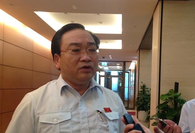 Bí thư Thành ủy Hà Nội trả lời báo chí về giải pháp hạn chế phương tiện cá nhân (Ảnh: Phương Thảo)