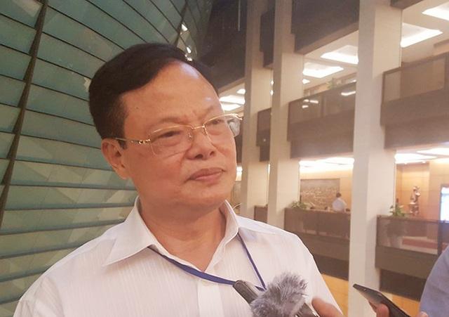 Ông Phạm Trọng Đạt - Cục trưởng Cục Chống tham nhũng chia sẻ với báo chí bên hành lang Quốc hội