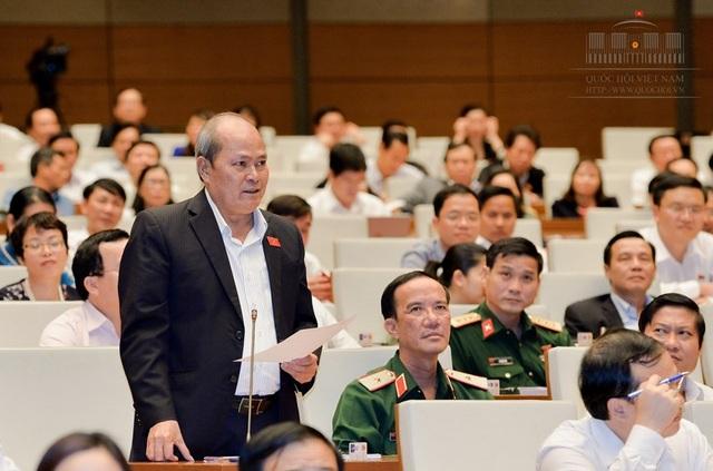 Đại biểu Ngô Văn Minh (đoàn Quảng Nam) chất vấn Bộ trưởng Bộ Nội vụ về vấn đề liên quan đến Trịnh Xuân Thanh
