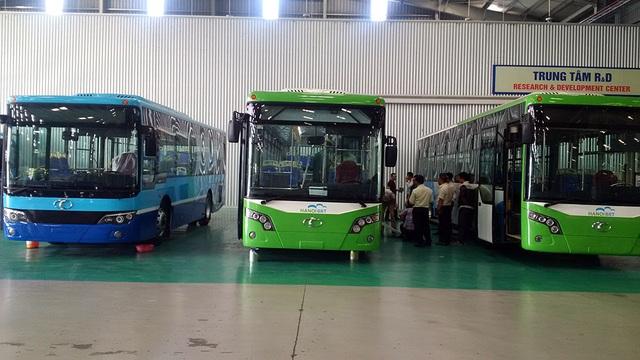 Tuyến buýt nhanh thí điểm đầu tiên của Hà Nội khởi công đầu năm 2013, thời điểm đó chủ đầu tư dự kiến khai thác vào quý II/2015 nhưng đã chậm tiến độ hơn một năm. Tuyến buýt chạy theo lộ trình Yên Nghĩa - Ba La - Lê Trọng Tấn – Tố Hữu - Lê Văn Lương - Láng Hạ - Giảng Võ - bến xe Kim Mã.