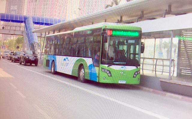 Xe buýt nhanh chạy thử khớp nối kỹ thuật với nhà chờ