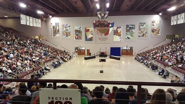 Nhà thi đấu thể thao ở một trường tiểu học Mỹ.