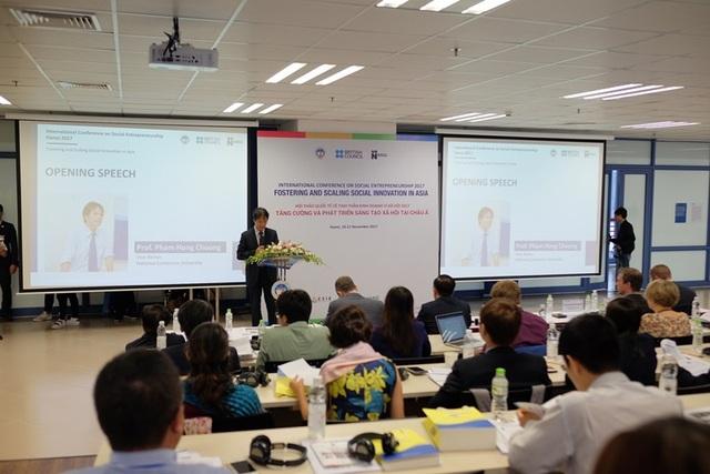 PGS.TS Phạm Hồng Chương, Phó Hiệu trưởng, Đại học Kinh tế Quốc dân phát biểu khai mạc chương trình.