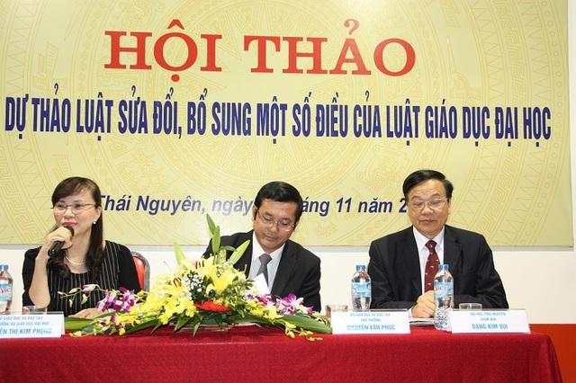 Thứ trưởng Nguyễn Văn Phúc (giữa) chủ trì hội thảo góp ý Dự thảo luật sửa đổi, bổ sung một số điều của Luật Giáo dục Đại học.