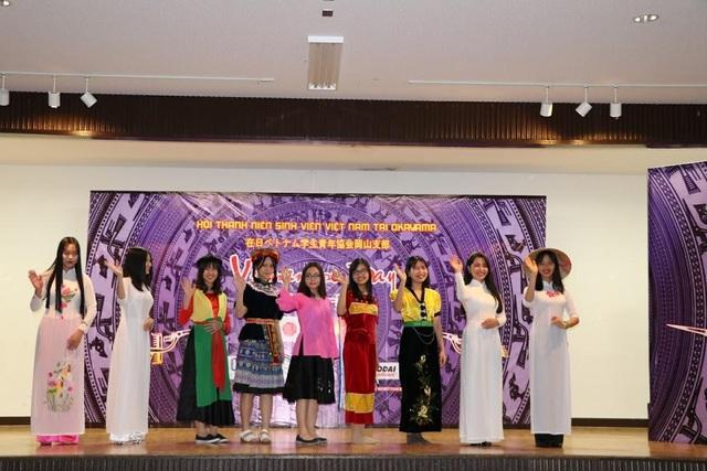 Các tiết mục văn nghệ và giới thiệu trang phục Việt Nam từ sinh viên đại học IPU, Okadai.