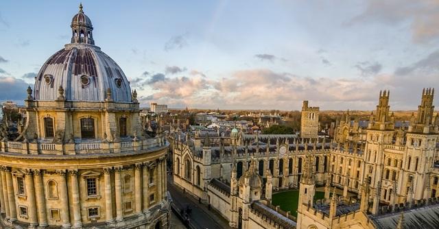 Đại học Oxford (Anh) giữ ngôi vị quán quân bảng xếp hạng THE 2018 có 20.409 sinh viên, tỉ lệ sinh viên/ 1 giảng viên là 11,2.