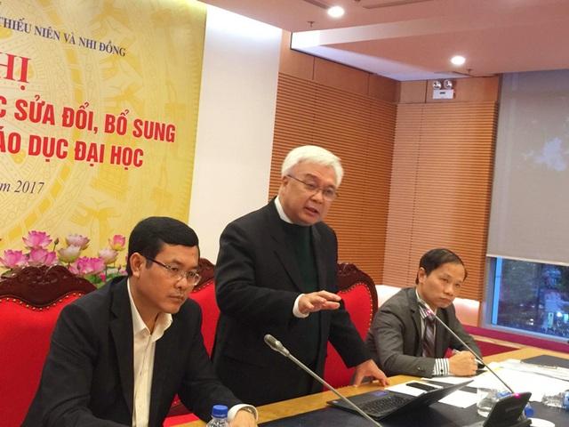 Ông Phan Thanh Bình, Chủ nhiệm Ủy ban Văn hóa, Giáo dục, Thanh niên, Thiếu niên và Nhi đồng của Quốc hội phát biểu.