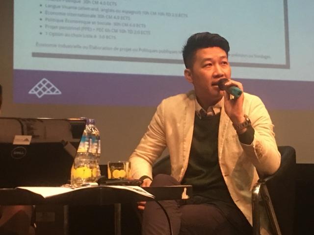 Diễn giả Vũ Đức Giang.