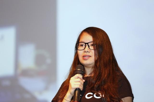 Nữ diễn giả Nguyễn Thị Khánh Huyền (Huyền Chíp) chia sẻ về tầm quan trọng của ngành Khoa học máy tính.