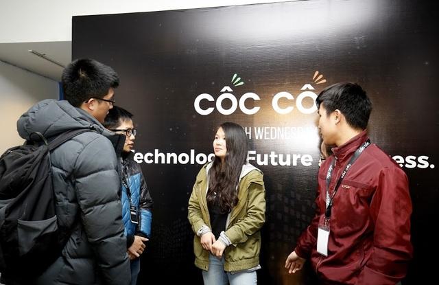 Nữ du học sinh ĐH Stanford giao lưu cùng các bạn trẻ tại sự kiện Cốc Cốc's Hitech Wednesday.