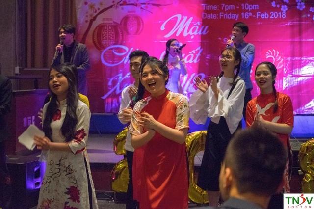 Các màn văn nghệ đặc sắc hào hứng mang đậm phong cách quê hương của các bạn du học sinh.