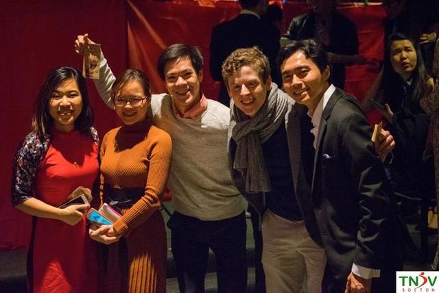 Khán phòng đầm ấm của buổi tiệc tại trường đại học MIT. Các món ăn truyền thống trong dịp Tết cũng được thưởng thức tại buổi tiệc.