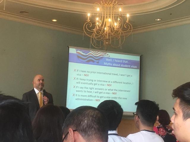 Viên chức lãnh sự quán Hoa Kỳ chia sẻ bí quyết xin cấp thị thực thành công - 3
