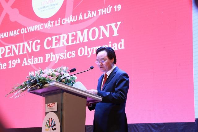 Bộ trưởng Phùng Xuân Nhạ phát biểu khai mạc kì thi Olympic Vật lí Châu Á lần thứ 19.