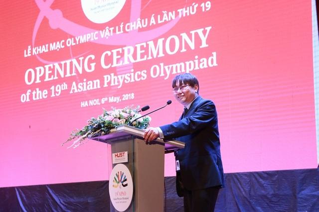 Ông Leong Chuan Kwek – Chủ tịch APhO trong lễ khai mạc.