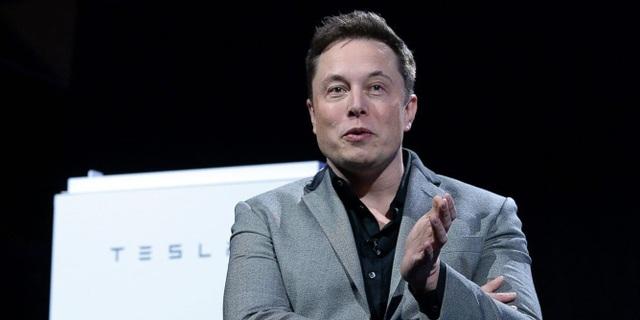 Elon Musk, đồng sáng lập PayPal và người sáng lập kiêm CEO của Tesla và SpaceX, tốt nghiệp năm 1997. (Ảnh: electrek.co)