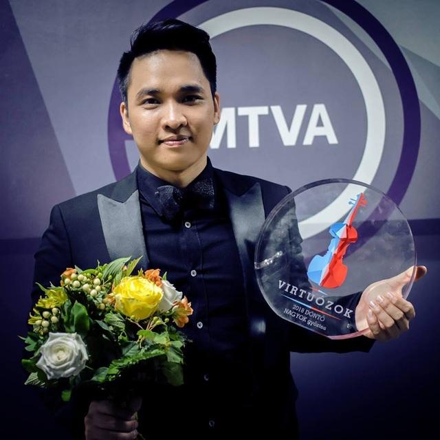 """Chàng trai """"vàng"""" Ninh Đức Hoàng Long đoạt giải Nhất cuộc thi âm nhạc cổ điển danh giá - 1"""