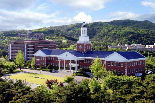 Với vẻ đẹp hút hồn, Đại học Keimyung trở thành bối cảnh quay của nhiều bộ phim nổi tiếng Hàn Quốc. Trong đó, phần lớn là các bộ phim thần tượng, xoay quanh tình yêu sinh viên hay thời đi học của các nhân vật chính.