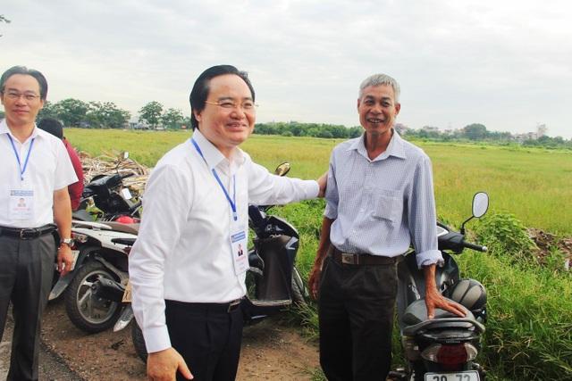 Bộ trưởng Phùng Xuân Nhạ thị sát thi ngày đầu tại Gia Lâm, Hà Nội - 1