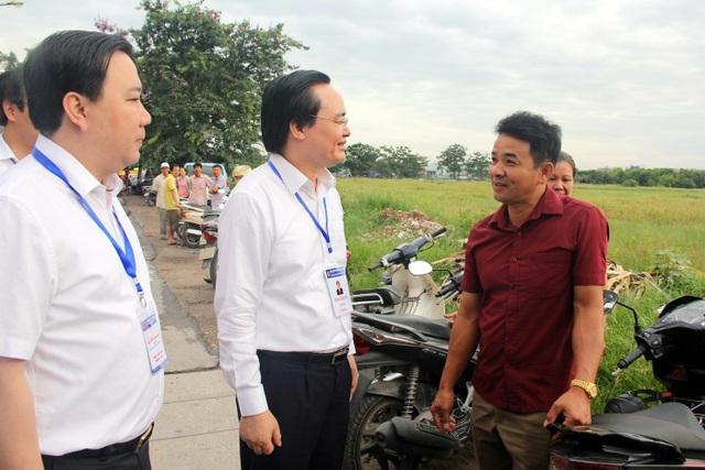 Bộ trưởng Phùng Xuân Nhạ thị sát thi ngày đầu tại Gia Lâm, Hà Nội - 3