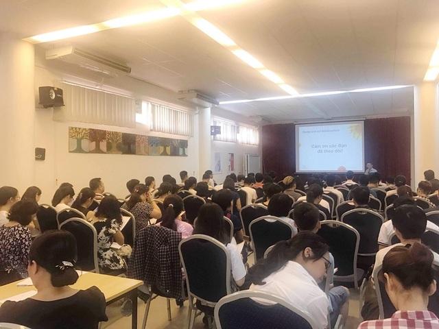 Hội thảo thu hút sự quan tâm của các bậc phụ huynh và các bạn học sinh.