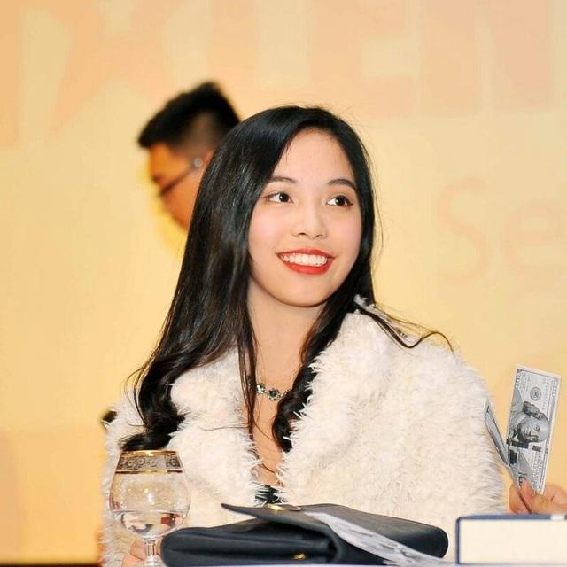 Giành học bổng hơn 2 tỷ đồng, Nguyễn Thu Anh du học ngành Kinh doanh tại Đại học Southern Methodist, Hoa Kỳ.