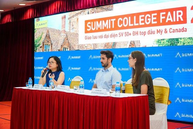 Các diễn giả tư vấn về chi phí học tập tại một số quốc gia có nền giáo dục tiên tiến.