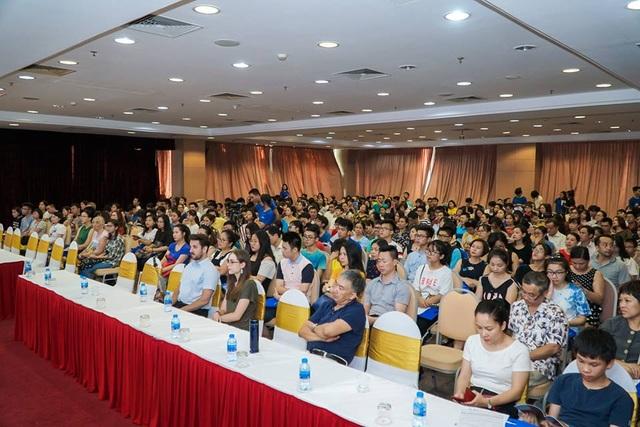 Hội thảo du học thu hút đông đảo phụ huynh, học sinh Hà Nội tham dự.