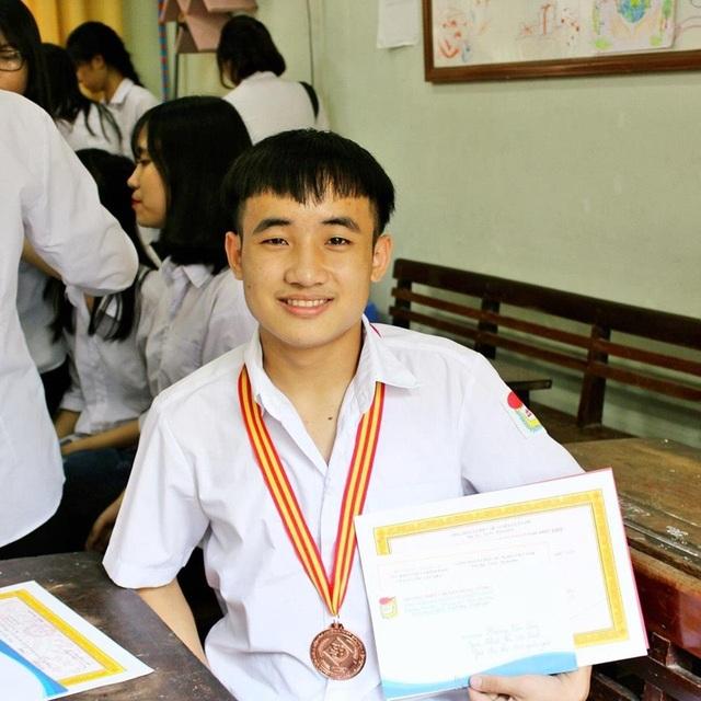 Hoàng Văn San là một trong số hiếm thí sinh đạt 9,75 điểm Văn THPT Quốc gia 2018.