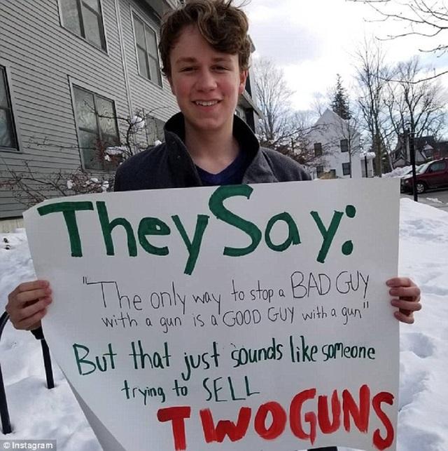 Cress cũng lên tiếng về vấn đề kiểm soát súng trong các bài viết của mình trên mạng xã hội. (Nguồn: Daily Mail)