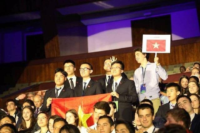 Cả 5 học sinh Việt Nam tham dự Olympic Vật lí quốc tế 2018 đều đoạt giải.