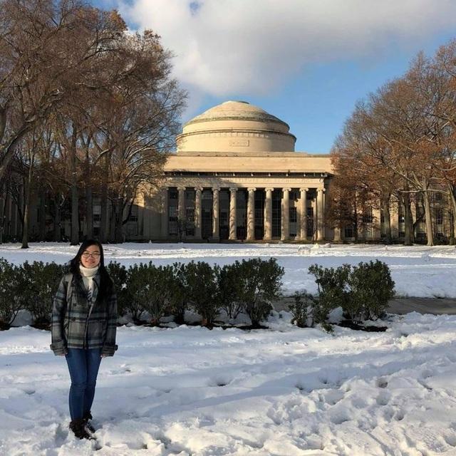 """Cô gái """"vàng"""" vật lý Việt Nam xuất sắc giành điểm GPA tuyệt đối ngay trong năm đầu tiên và hiện là Phó Chủ tịch Hội Sinh viên Việt Nam tại Học viện Công nghệ Massachusetts (MIT, Hoa Kỳ)."""