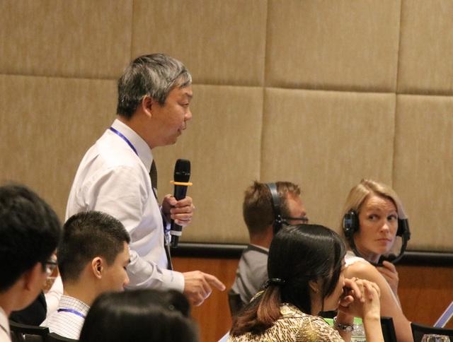 Ông Nguyễn Quốc Chính - đại diện ĐH Quốc gia thành phố HCM phát biểu ý kiến.