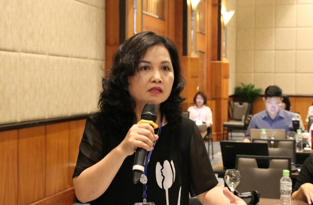 Bà Đặng Thị Thanh Huyền, đại diện Học viện Quản lí Giáo dục phát biểu ý kiến.
