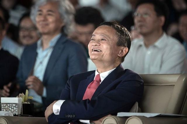 Jack Ma cho hay, ông sắp rời Alibaba để tập trung vào công việc giảng dạy trở lại (Ảnh: Bloomberg).