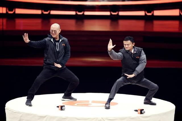 Tỷ phú Jack Ma liên tiếp là khách mời của những hội nghị trên khắp thế giới. Tuy nhiên ông từng chia sẻ rằng không cảm thấy hạnh phúc khi là người giàu nhất Trung Quốc (Getty Images).