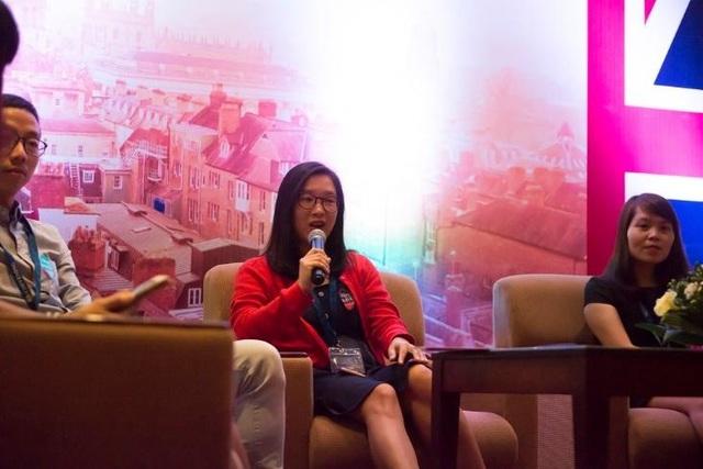 Chị Nguyễn Mai Hương (cựu sinh viên chương trình học bổng Chevening khóa 2016/2017 của Đại học South Wales) chia sẻ ấn tượng bản thân về giáo dục của Anh.