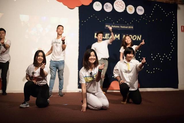 Các tiết mục văn nghệ sôi động đến từ các bạn du học sinh Việt tại Adelaide.