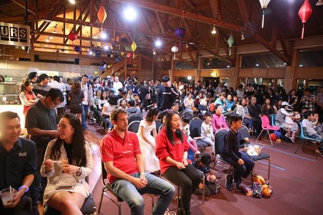 Hơn 200 người tham dự trong đó có nhiều bạn bè quốc tế đều có ấn tượng khó quên sau đêm hội.