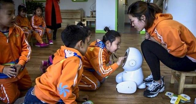 Robot trở thành giáo viên tại hơn 60 trường mầm non Trung Quốc - 3